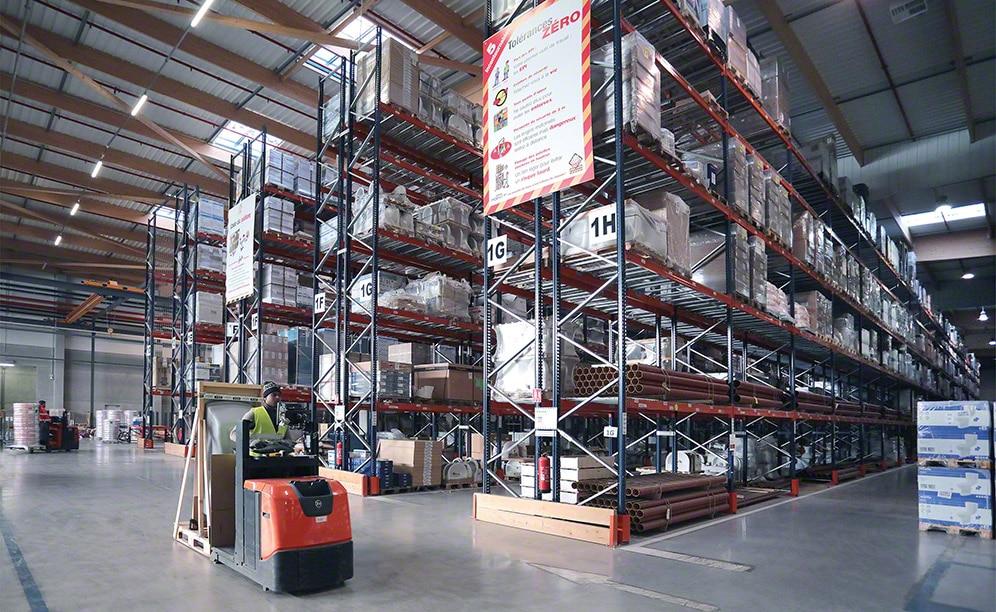 Saint-Gobain utiliza el espacio disponible de sus depósitos de forma inteligente, aprovechando cada metro cuadrado con operativas eficientes que contribuyen al buen rendimiento de la instalación