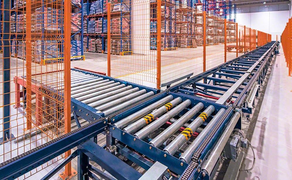 Elevado rendimiento y manipulación automatizada de la mercadería con los transportadores para pallets