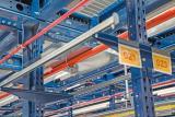 Rociador para la extinción de incendios en el depósito, o sprinkler, integrado en un racks