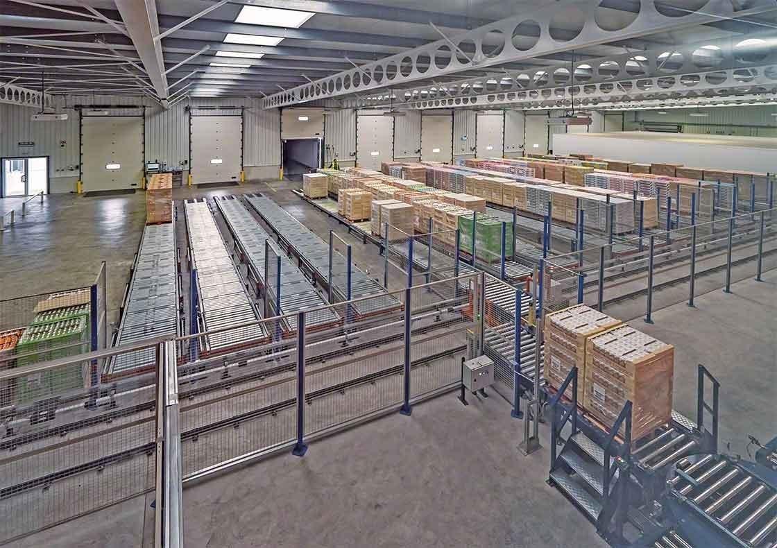 El depósito de Dafsa en España ha instalado un circuito de transportadores que asisten en la recepción de mercaderías