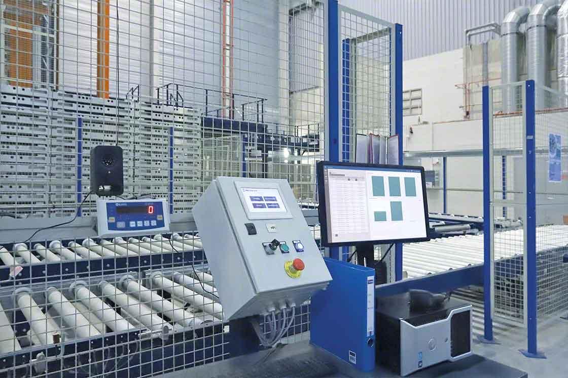 El software de control de los sistemas automáticos recibe actualizaciones periódicas al igual que el WMS