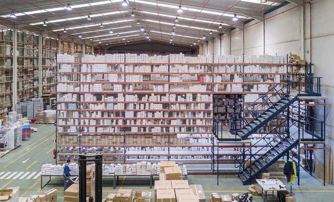 Las pasarelas ayudan a maximizar el espacio en depósitos de operadores logísticos especializados en e-commerce