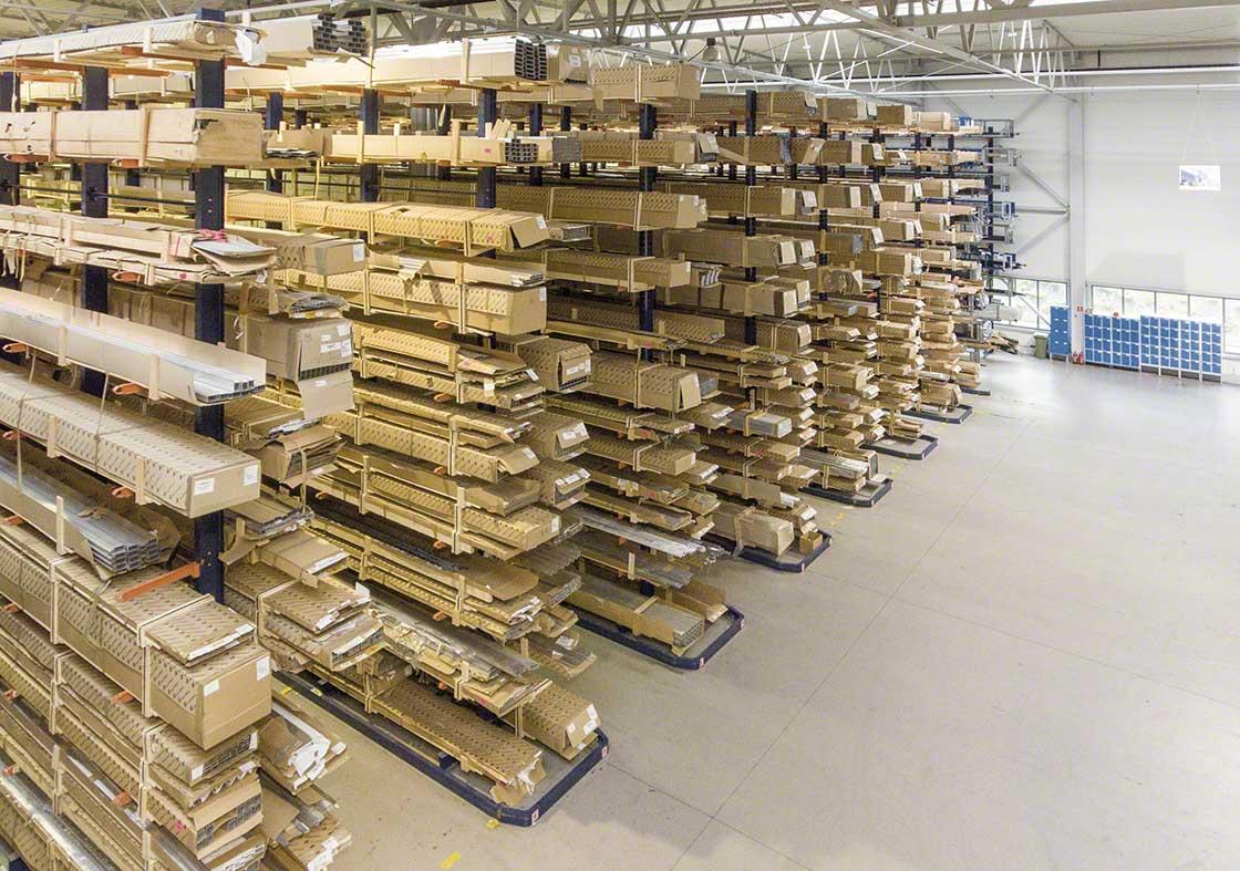 Los depósitos dedicados a la logística de producción pueden tener suministros con características especiales